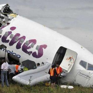 Ningún fallecido tras partirse el avión del vuelo BW523 5