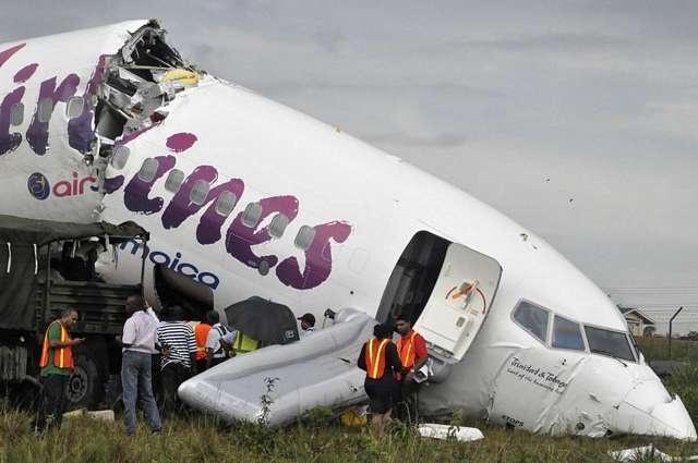 Ningún fallecido tras partirse el avión del vuelo BW523 2