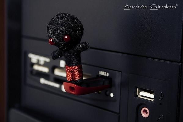 471bd07fdaa7b040f7ab8b2a13f8f35b - El USB es el Demonio