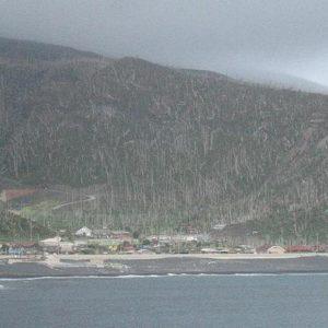 La isla donde hay que llevar una máscara de gas de forma permanente 24