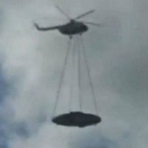 Video de un helicóptero ruso que transporta un ovni 26