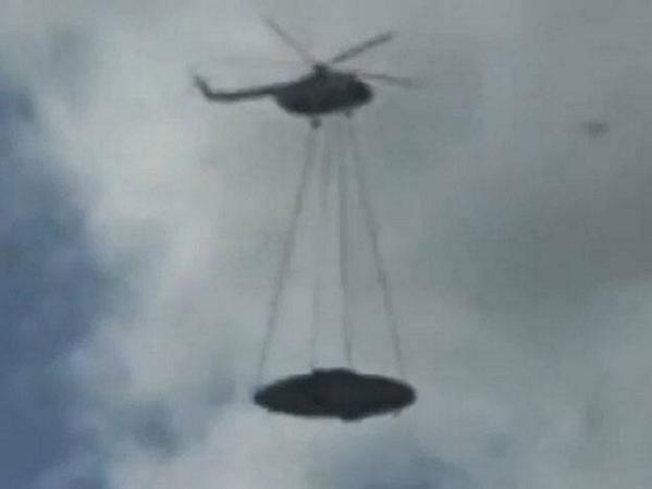 Video de un helicóptero ruso que transporta un ovni 12