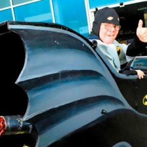 Convierte su silla de ruedas en un Batmóvil 9