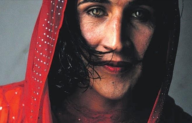 b6d7090a321aeca0f529ab265a288b1b - Asesinan a la transexual mas famosa Afganistán y envían cuerpo descuartizado a su familia