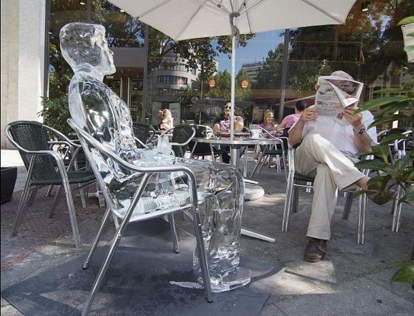 Figuras de hielo para recordar los riesgos de una excesiva exposición al sol 10