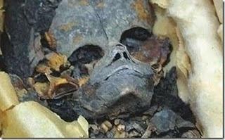 Descubren cementerio con restos de extraterrestres gigantes 22