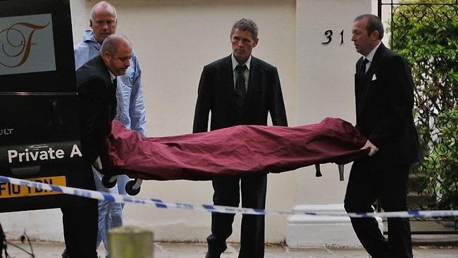 Amy Winehouse aun estaba viva cuando los médicos llegaron a su casa 11