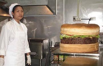 Crean la hamburguesa más grande del mundo 16