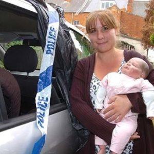 Policias destrozaron los cristales de un coche para rescatar una muñena 27