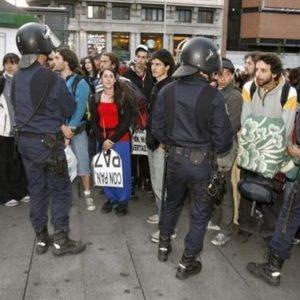 Desalojan a últimos grupos de ''indignados'' de Puerta del Sol 21