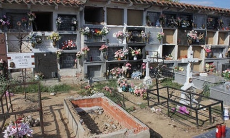 Un alcalde del PP destroza una tumba con restos de víctimas de la represión franquista 22