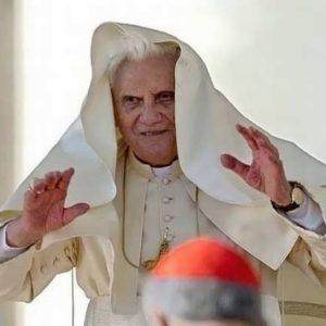 El vaticano protege a muchos sacerdotes con ordenes de busca y captura de varios países