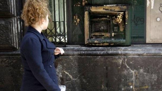 661821a9442a8dbd824e89bd18c0fd2e - Un parado quema dos cajeros para que le metan en la cárcel