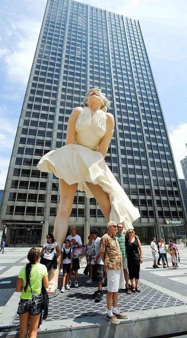 Inauguran escultura de Marilyn Monroe en Chicago 14