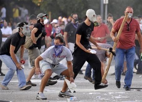 d8c427c7dd6445d50d9342ac3fcef82e - 100 detenidos en Grecia en manifestación contra nuevos recortes