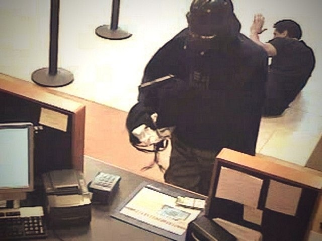 c86ae9bf9d69e790910600aa8bced4fe - Darth Vader atraca un banco
