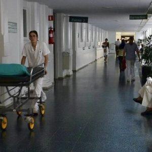 La cama junto al enfermo 80 euros y sentarse 47 27