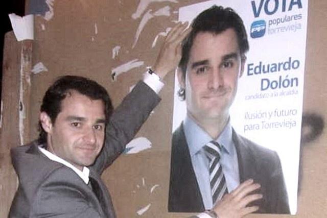 """bd5b551e7d6b7885a6be84801d23aa11 - El alcalde de Torrevieja da en mano """"paguicas"""" de 300 euros a cinco días de las elecciones"""