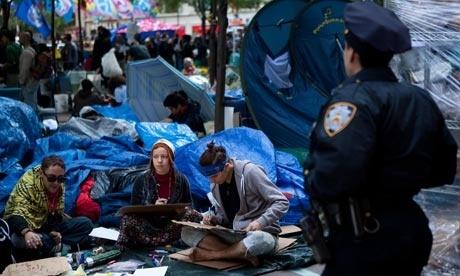 e5979f6514c1887179033c613e3a4b50 - La Policía reabre el parque Zuccotti y deja entrar al moviemiento 'Occupy Wall Street'
