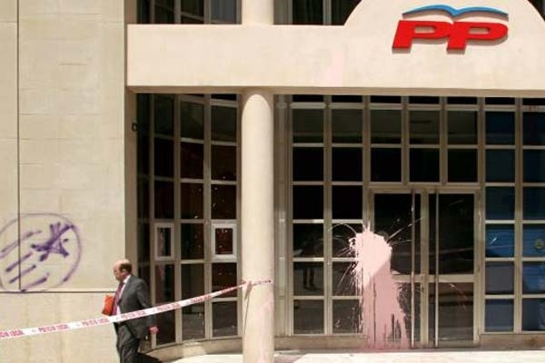 Fallece un afiliado del PP al sufrir un infarto en la sede 19