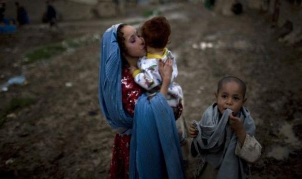 Afganistán, el país donde hombres de 60 se casan con niñas de 8 10