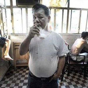 Espantosas imágenes - Pobres de Hong Kong viven en jaulas para animales 21
