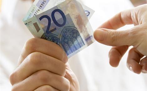 La Administración española paga ya con tanto retraso como la griega 12
