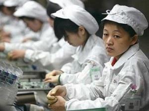 Niños de 13 años trabajan 16 horas al día por 70 centavos de dólar para fabricar el iPhone 14