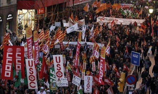 Miles de funcionarios protestan en Barcelona contra los recortes en los Servicios Públicos 12