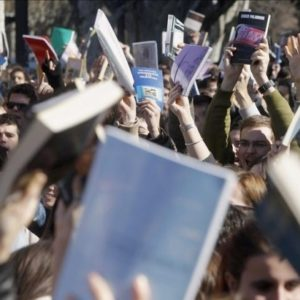 Cientos de personas protestan en Génova frente a la sede del PP 22