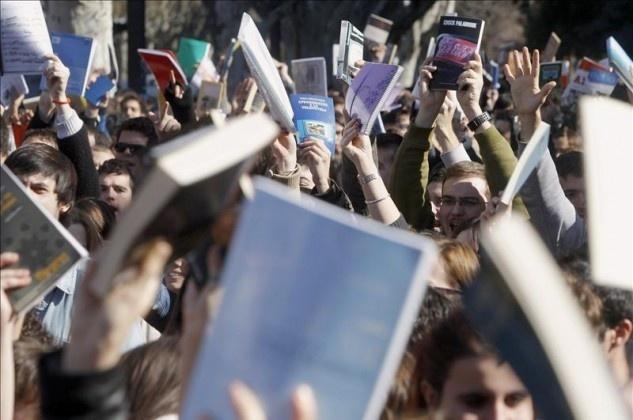 019bc5d33dccc9531c78434d586e08fe - Cientos de personas protestan en Génova frente a la sede del PP