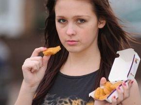 15 años comiendo nuggets y papas fritas la ponen al borde la muerte 13