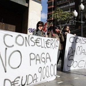 Protesta en Alicante contra el Consell por el impago a los cuidadores de menores 10