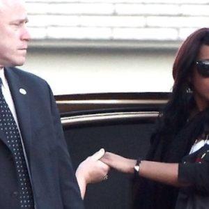 Pillan a la hija de Whitney Houston tomando drogas después del funeral 28