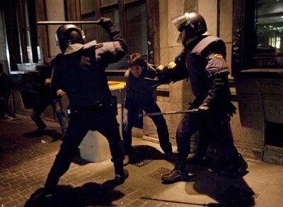 Nos quitan nuestros derechos y nos pegan por defenderlos 23