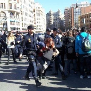 Seis detenidos en Valencia en la protesta estudiantil contra la carga policial 23