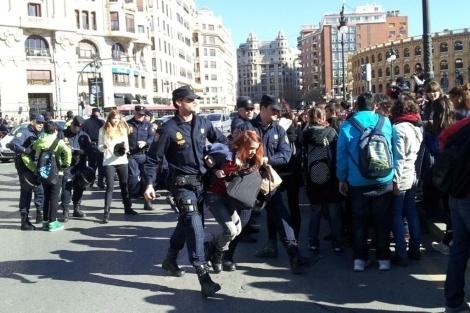 c0bc8bf44cc3916479c94fd5e351f4bd - Seis detenidos en Valencia en la protesta estudiantil contra la carga policial