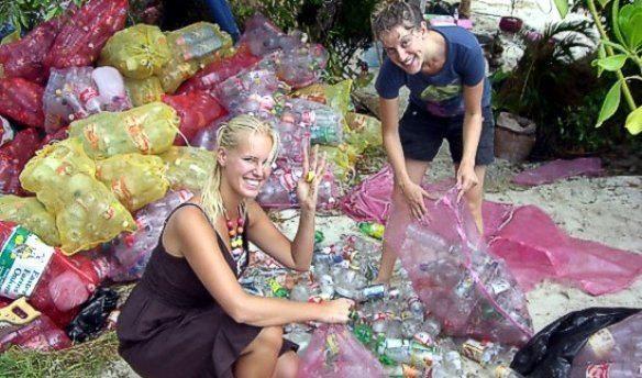 Isla hecha con botellas de plástico