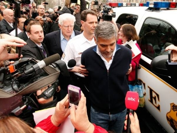 Detuvieron a George Clooney 3