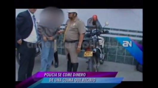 1ffa195cdeeb76f2d2a1684583cdd193 - Policía corrupto se traga dinero para borrar pruebas de chantaje