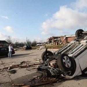 Hallan a una niña a 16 kilómetros de su casa tras el paso de los tornados 24