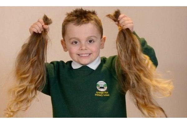 3c51a47aa2c67ba8828035ebb5e3bf67 - Por primera vez le cortaron el pelo: tiene cinco años