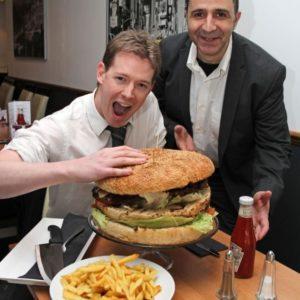 La hamburguesa más grande de Gran Bretaña pesa casi 7 kilos 4