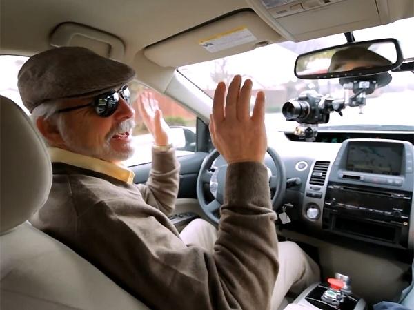 Google prueba su coche automático con un piloto invidente 9