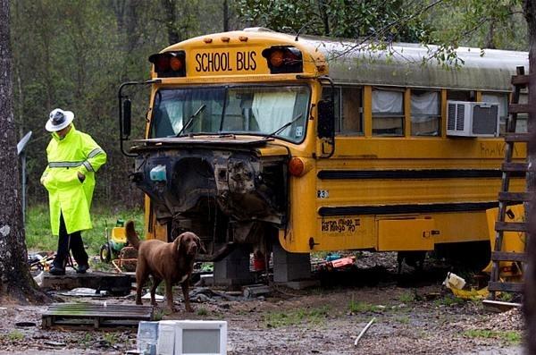 6e45d7d27d383bf32c9fc167dc192b2d - Autoridades de EEUU rescatan a dos niños que vivían en un autobús abandonado