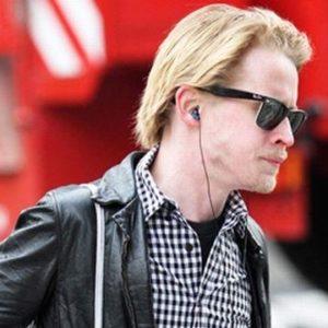Macaulay Culkin sigue colgado de Mila Kunis 25
