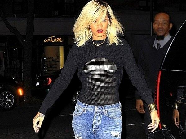 Rihanna salió a la calle con ropas transparentes 2