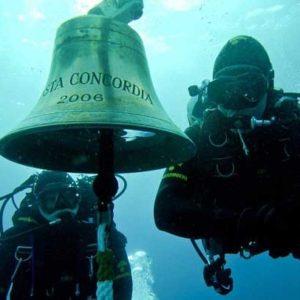 La campana del Costa Concordia robada por cazadores de trofeos 25