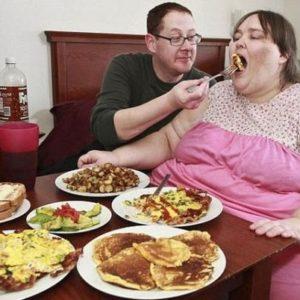 Otra mujer obsesionada con su peso: quiere llegar a 730 kilos 21