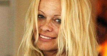 Captan a Pamela Anderson sin maquillaje 35